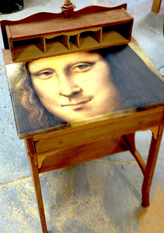 MONA LISA DESK
