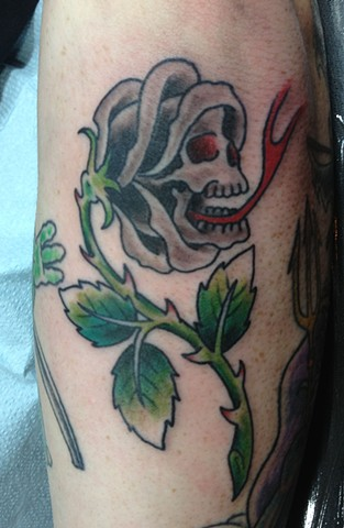 rollo skull rose tattoo