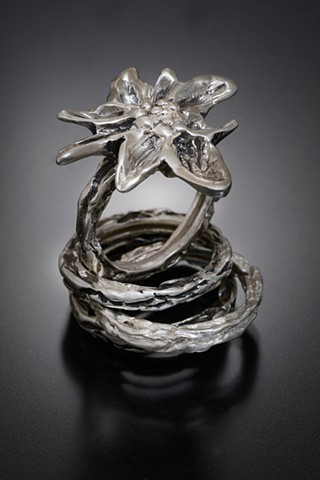 Edelweiss ring in sterling silver with two sterling silver stack rings