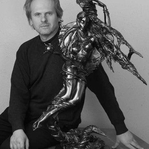 Photo of artist sculptor Igor Grechanyk