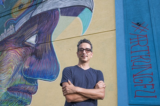 Thomas B. Shea UHD photographer portrait of Angel Quesada in front of his mural.