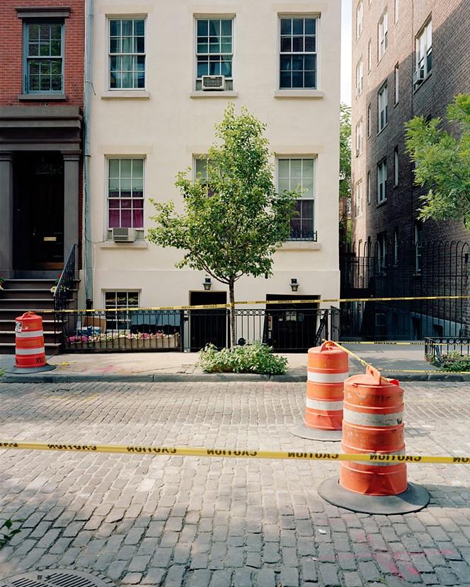Deve esserci un posto una serenata per new york for Casa vittoriana in mattoni