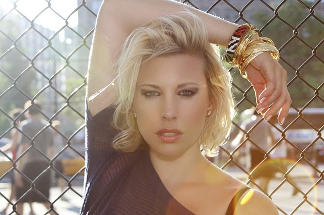 Lauren, Images Management