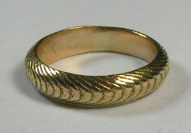 thick gold cuttlefish ring
