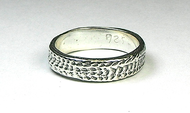 thin silver snakeskin ring