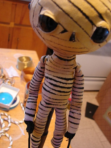Mummy - rod puppet