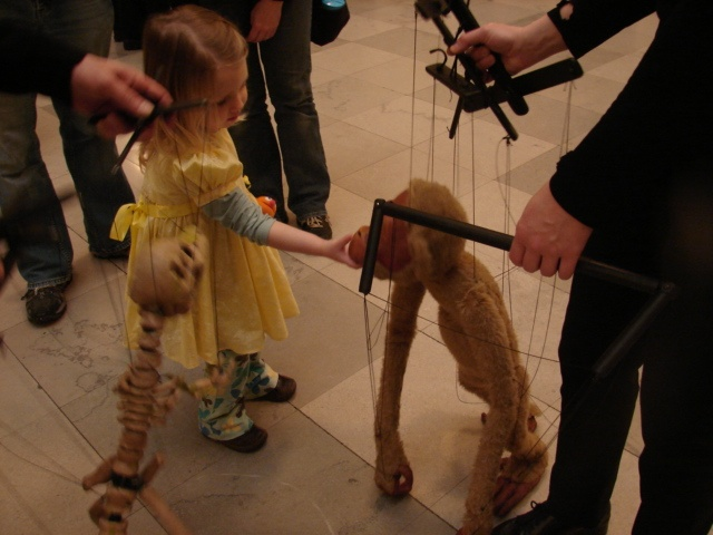 Lots of puppets explore and make friends