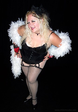 Sugar LaMoore, Photographed for the Fat Bottom Revue