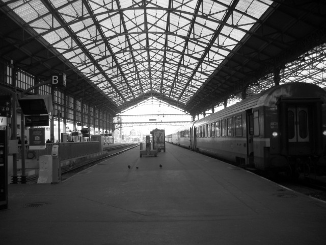 train station in Tours (bw)