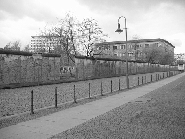 Berlin wall 1 bw