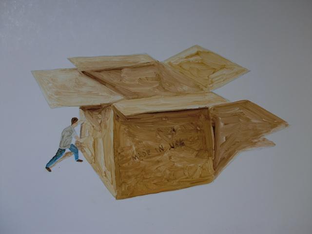 Hombre empujando caja