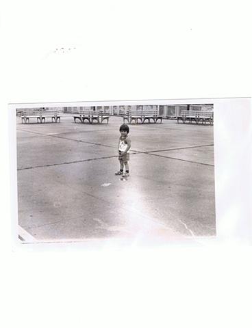 Carmen Mojica - Nino orinando en la calle