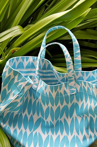 ellipse blue circle tote