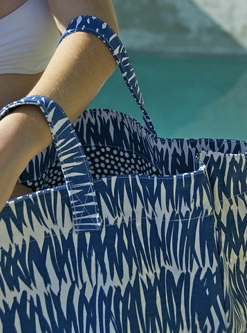 grasses navy circle tote