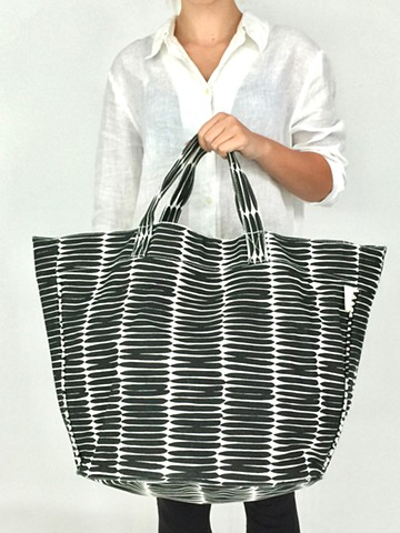 See Design Large Circle Tote in Basket Black