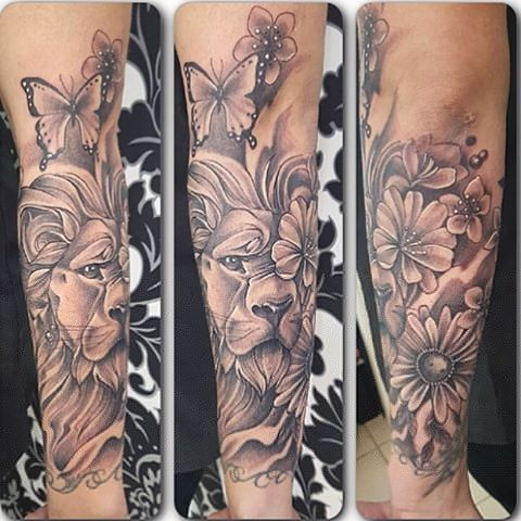 Lion With Flowers And Butterflies Tattoo By Sarah Michelle Black And Grey Black Gold Tattoo Co