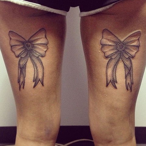 Bow on back of legs by Sydey Dyer
