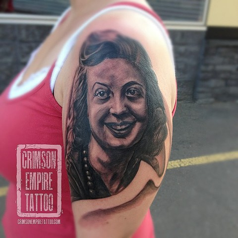 Girl portrait on shoulder by Josh Lamoreux. Follow Josh @joshlamoureux