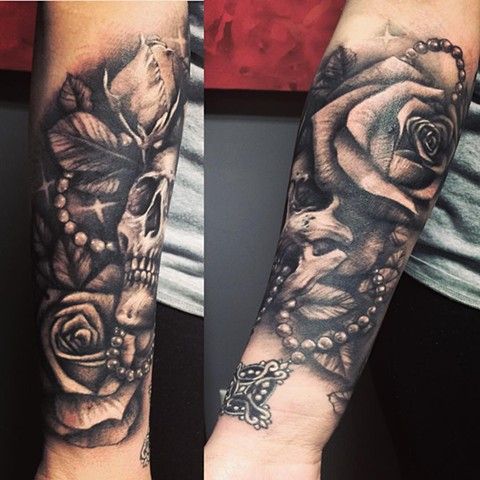 Skull And Rosary With Roses Tattoo By Samantha Storey Black And Grey Crimson Empire Tattoo