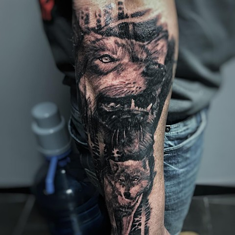 Wolf Tattoo By Alan Coates Black And Grey Black Gold Tattoo Co