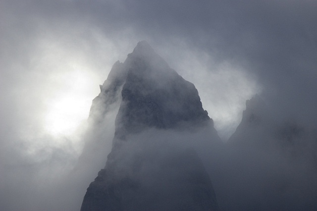 Enshrouded peak