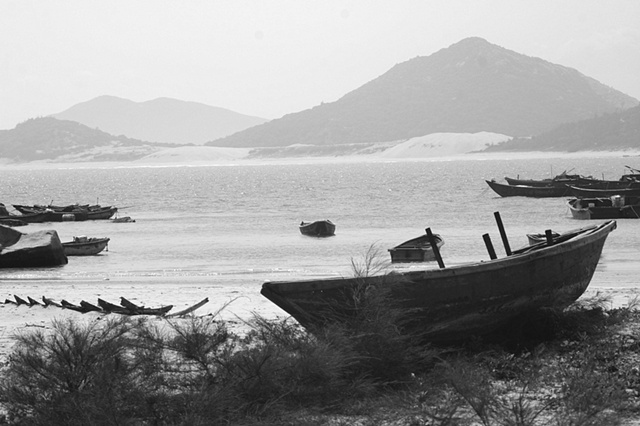 Old boats on the sand - Hainan