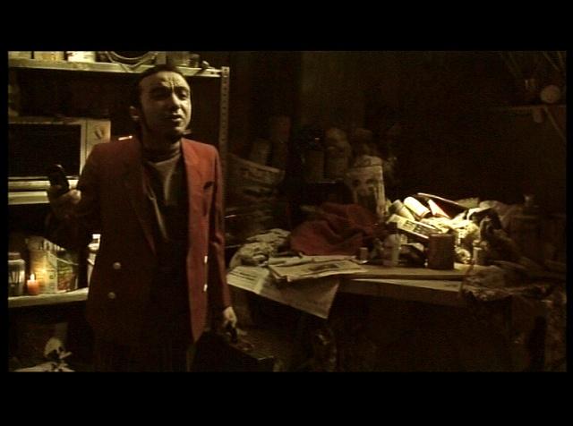 """""""Mujer Torcida Bajo cielo Rosa Palido"""" Short Film Still"""