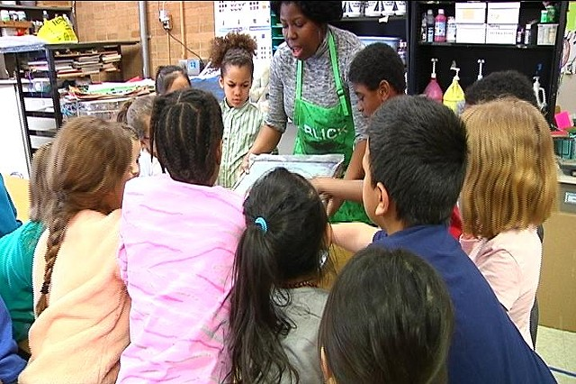 Artists teaches children to use creativity at Hamilton Elementary school