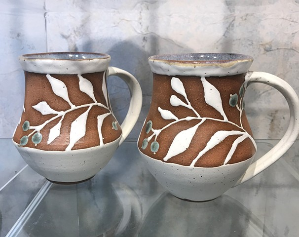 Mugs with white leaves and green berries