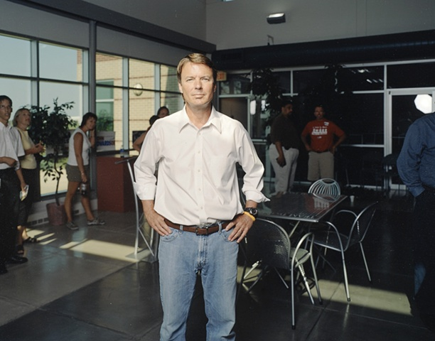 Senator John Edwards after a fundraising reception for Iowa Senator Jeff Danielson and Representative Bob Kressing, Team Technologies, Cedar Falls, Iowa.  July 25, 2007.  Suspended his campaign January 30, 2008