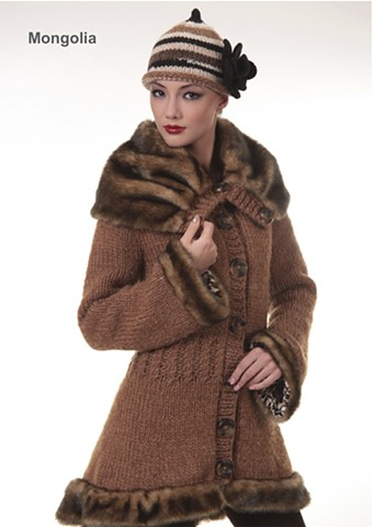 Hand-knitted coat from bulky  cashmere,   coat with big fur collar