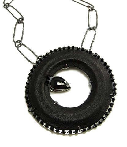 black wreath necklace
