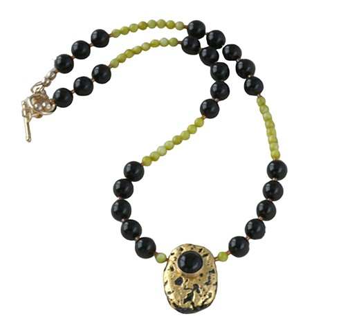 Onyx Surprise Black Onyx with Gold Gilded and Green Serpentine Necklace, Serpentine Onyx Gold Necklace, Gilded Gold on Black Lava Stone, Pendant Onyx Cabochon, Choker Length, Green and Black, gold Toggle clasp, 17 inches, gives inner peace, elegant and or