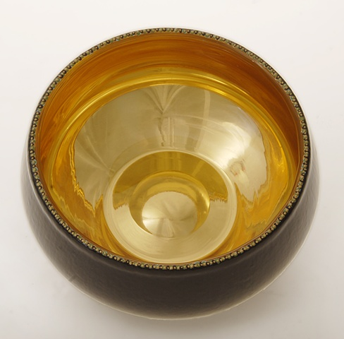 eglomise, églomisé, Reverse gilding and painting on glass, blown glass bowl, water gilding with gold leaf , verre églomisé, gold and black glass bowl, glass art, janmaitland.com