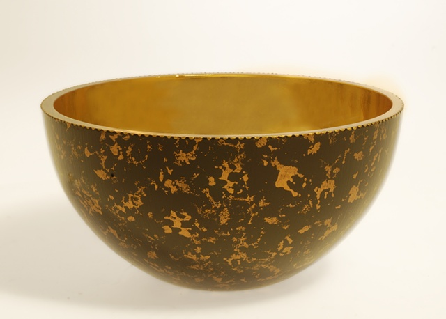 "eglomise,Reverse painting and gilding on glass, 23K Gold Leaf and Black glass bowl, Handpainted, ""Center Stage"" Glass Bowl by Jan Maitland, antique gold painted bowl, verre églomisé, home decor, glass art, janmaitland.com"