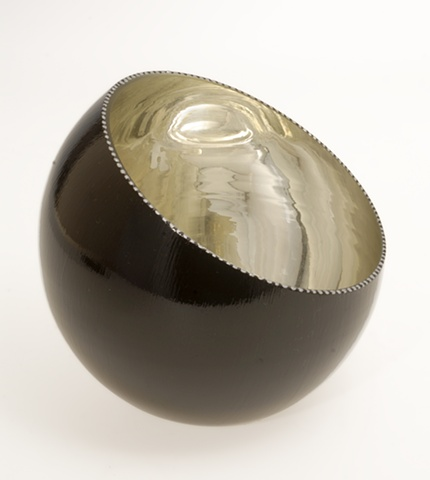 "eglomise, verre eglomise, verre églomisé, white gold leaf hand-blown glass bowl, ""White Glow"" glass bowl by Jan Maitland, reverse painting on glass, verre Eglomisé, slant glass bowl"