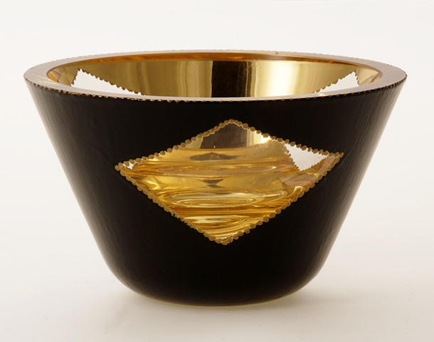 "eglomise, verre églomisé, Reverse gilding and painting on glass, ""Triangles"" glass bowl by Jan Maitland, blown glass bowl, water gilding with gold leaf , verre Eglomisé, hand painting on glass, gold and black glass bowl, glass art, home decor, janmaitland"