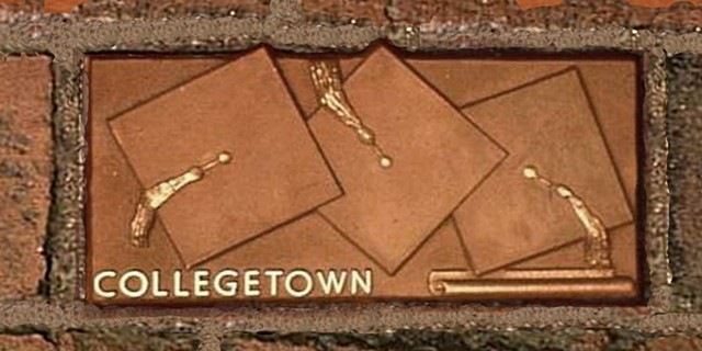 Collegetown, Mortor Boards