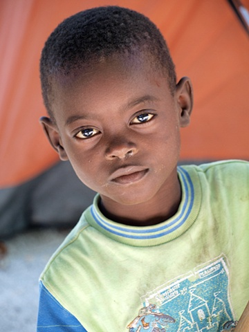 Haitian boy in new tent camp Léogâne