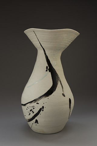 Bulb Vase, Black and White - Profile View