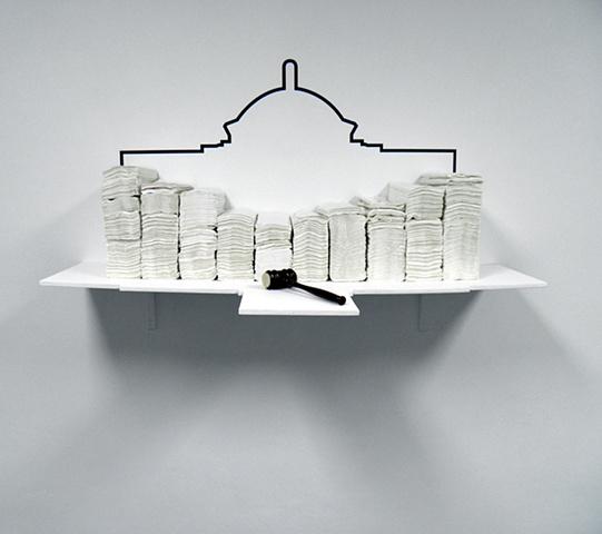 """""""Volumen de toallas de mano (desechables)"""" Madera, toallas desechables / servilletas, vinil, mallete intervenido con sello de goma Medidas variables"""