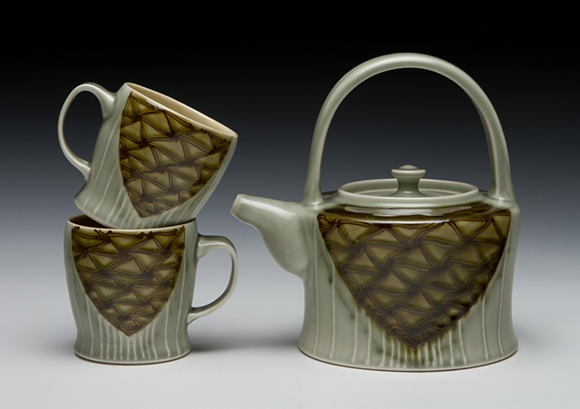 teapot with overhead handle and cups