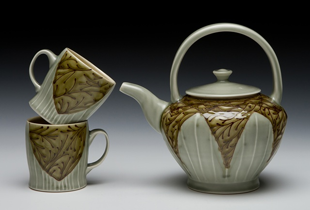 xl teapot with overhead handle and cups avocado