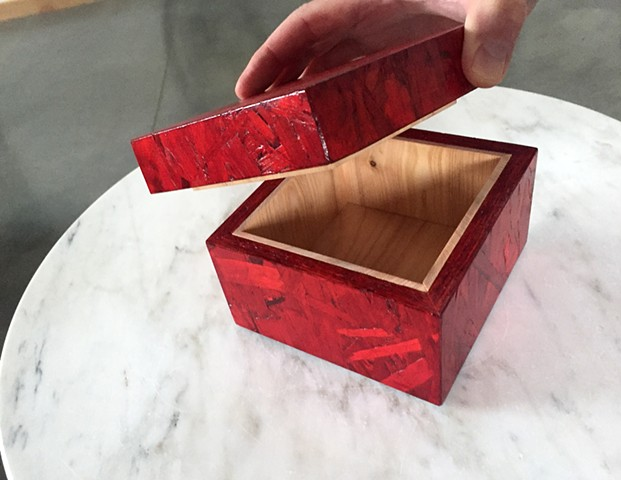 Wooden OSB box in red with natural wood interior. Colored OSB.