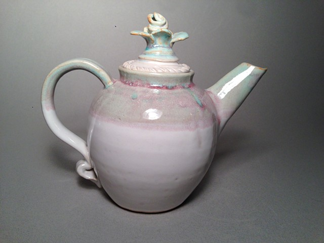 Rose Teapot is a beautiful and functional teapot for your favorite tea lover