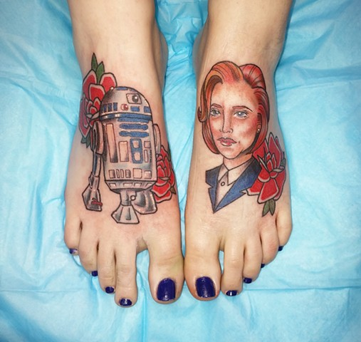 R2D2 and Special Agent Dana Scully