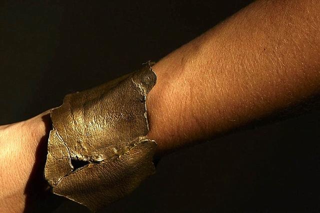 Bracelet 1 side view