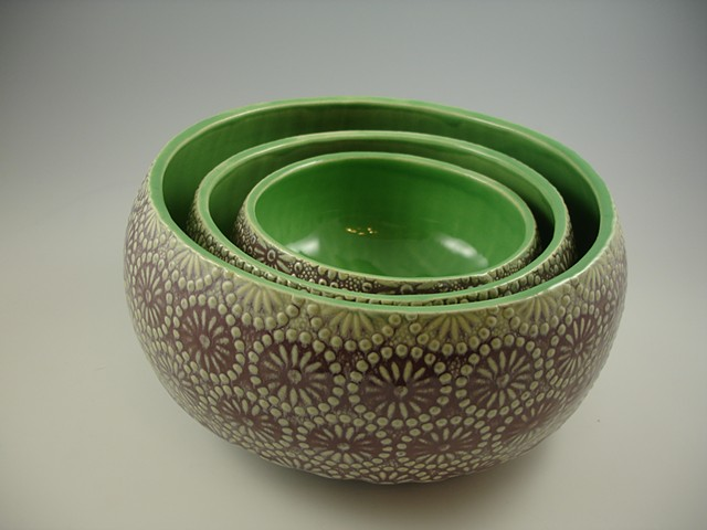 nesting bowls in flourite & apple