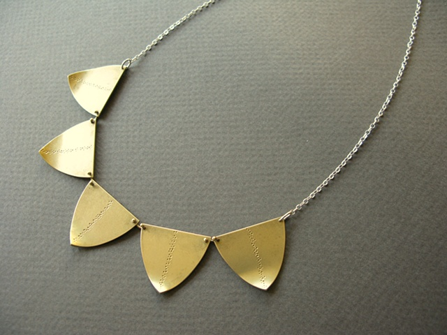shield garland necklace