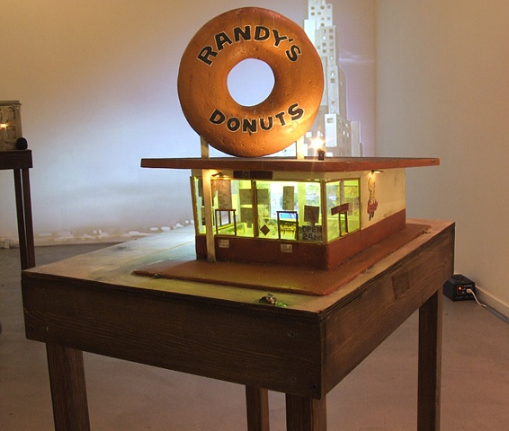 Randy's Donuts sculpture